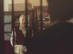 爸爸把饺子放口袋留给儿子 公益广告令网友泪奔