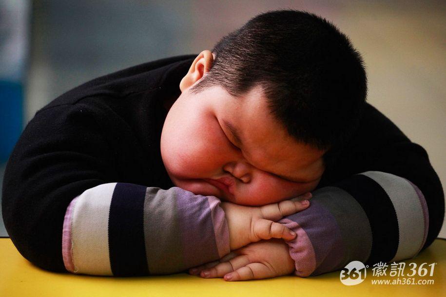小胖墩每天喝两瓶可乐患上脂肪肝
