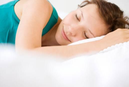 合理涂抹防晒霜能显著延缓皮肤衰老