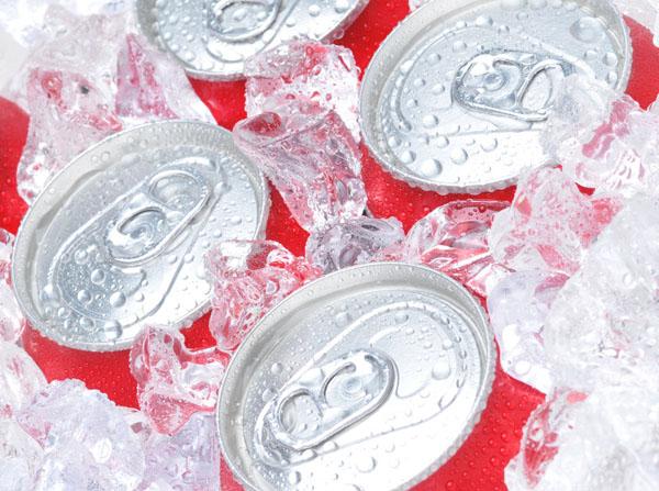 天热少动爱喝饮料 致肾结石高发