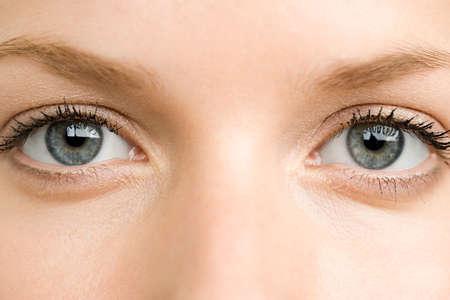 现代人干眼病高发 看电脑屏幕眼睛朝下比较好