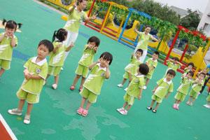 港生宝宝找不到理想幼儿园,家长合伙自己开一家!