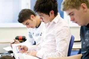 优等生可以准备申请留美了,早申请录取率更高!