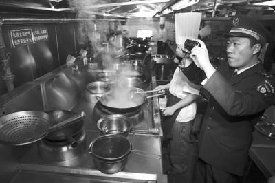 北京整治餐饮油烟污染 餐馆净化不合格将被停业