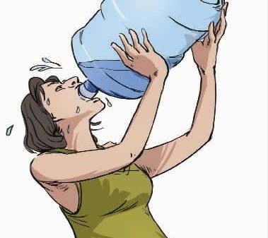 报道称日饮3升水年轻10岁 孕妇坚持4天后尿血