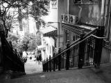 港片中无论警察还是劫匪都爱在楼梯街上上下下