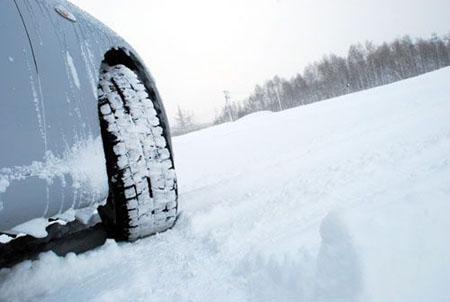 低温下变硬变脆冬季轮胎易受伤