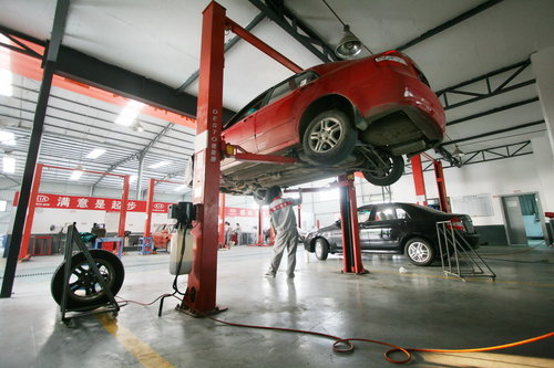 车辆闲置 专家建议至少半年保养一次