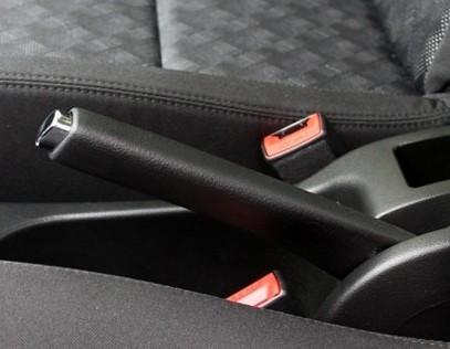 手刹使用有诀窍 拉到70%位置即可刹车
