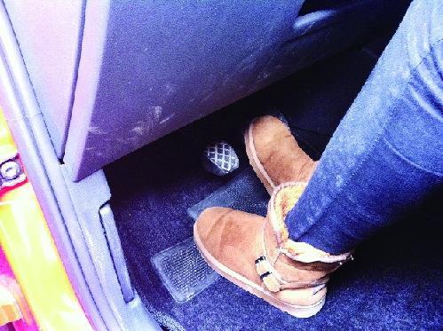 冬季开车慎穿雪地靴 鞋面大鞋底厚易卡脚