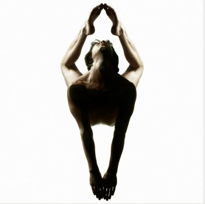 男人练瑜伽减压提高性能力