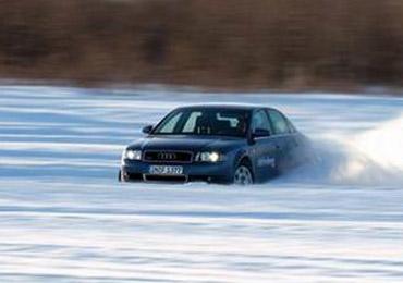 雨雪天行车小技巧 下坡时不要乱打方向