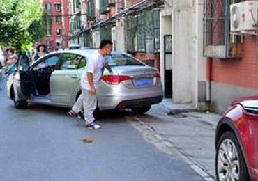 侧位停车注意事项 确认与前车距最关键