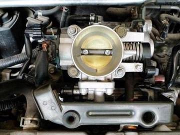 车抖动两大原因 检查进气系统或节气门