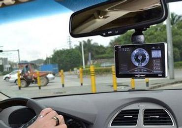 行车记录仪屏幕并非越大越好 画面清晰重要