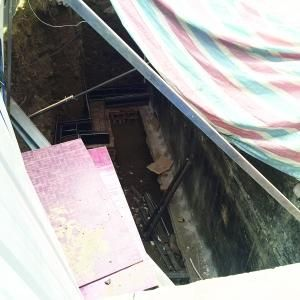 暗挖地下室自称修防水 城管执法队令其停工回填