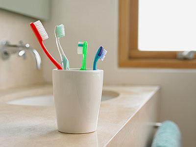 牙杯不洗 会引起口腔炎症