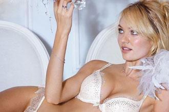 天使的嫁衣 维秘十月新娘内衣大片