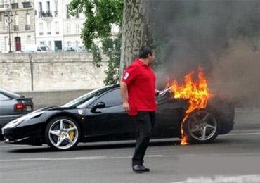 驾车闻到烧焦味怎么办 马上停车关电源