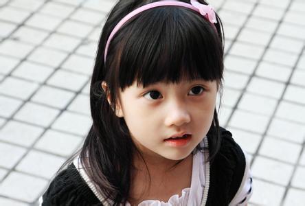 成年人日小幼女_林炎坤说,当发现幼女存在有小阴唇粘连时,在粘连程度较轻的阶段,就