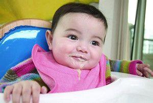 新生儿因吐奶感染肺炎 医生提醒家长需警惕