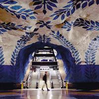 斯德哥尔摩 地铁楼梯上弹钢琴