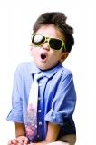 6岁以下儿童不宜久戴墨镜