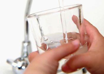一杯温开水对抗9大身体疾病有奇效