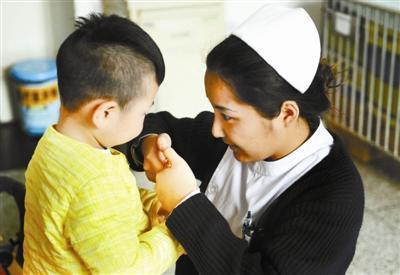 艾滋弃婴蜗居病房三年:没小伙伴