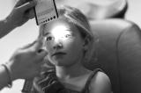 """提防!孩子瞳孔长""""白斑""""可能是患癌"""