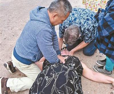 北京医生美国救人获网友点赞 获赠园方鲸鱼表演