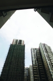 豪宅区旁22层超大违建拔地而起 开发商原承诺只建6层
