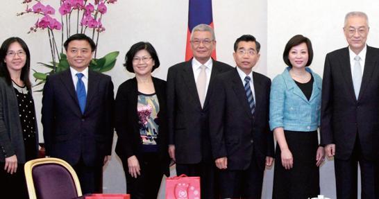 港澳台湾慈善基金会与吴副总统合照