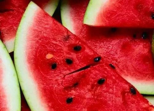 吃西瓜是一件很暴力的事