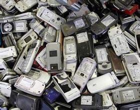 """手机回收链涌入""""正规军"""" 以旧换新葫芦卖啥药"""