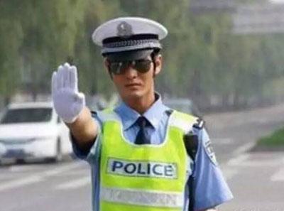 练个车居然涉嫌无证驾驶,还要被拘!肿么回事?