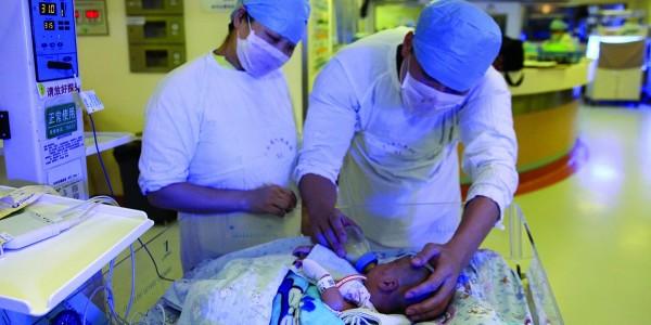 广东:心脏病胎儿成功手术 未剪脐带系全国首例