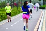 深圳女子马拉松:美景美女相辉映,快乐健康跑起来