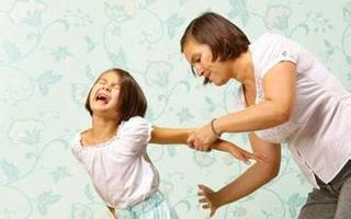 遇到家暴怎么办?看孩子演绎家暴场景