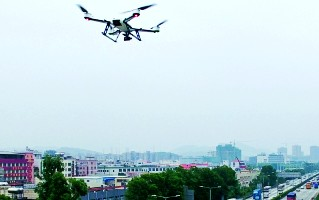 广州交警出新招:无人机五一出动 专拍违法占用应急道