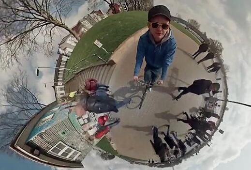 通过VR头盔,可360°观展