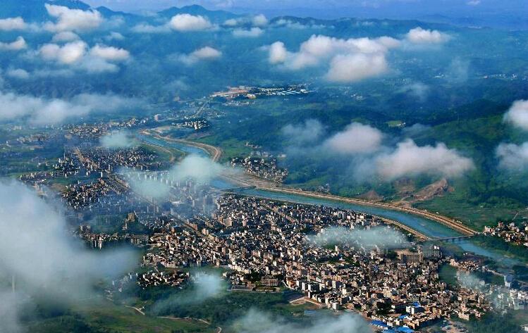 """""""旅游+"""":探索旅游生态链与深圳各产业融合"""