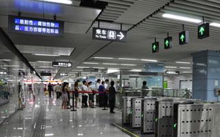 """高考期间 深圳地铁为考生设""""绿色通道"""""""