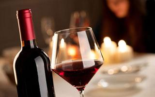 熬夜后喝点红酒可调节焦虑情绪促进睡眠