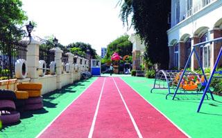 东莞一幼儿园多名孩子流鼻血 塑胶跑道被送检