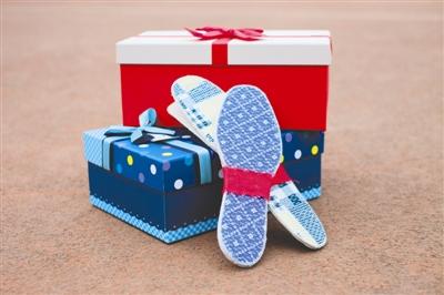 母亲手缝鞋垫赠毕业生|副院长:人言可畏,担心被曲解
