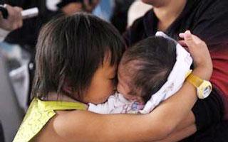收养弃婴背后的重疾补助差异