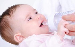 """一婴儿奶粉批次存在""""严重问题"""",深圳雅贝氏被国家食药总局点名"""