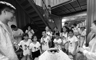 与海洋亲密接触 留守儿童学习珊瑚保育