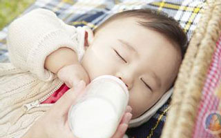 改善婴幼儿健康状况 降低营养不良发生率